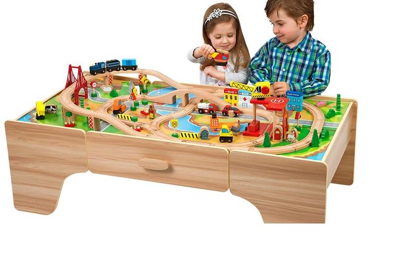 Nên chọn đồ chơi bằng gỗ hay bằng nhựa cho bé nhà bạn?